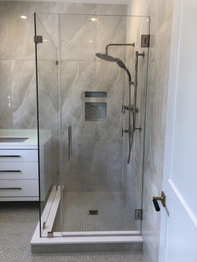 Corner  or L showerdoor